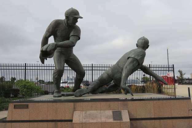 Estátua no caminho para o estádio dos Phillies.
