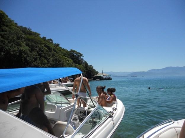 passeios de barco em ilha grande lancha