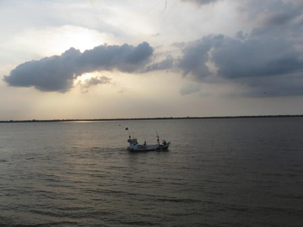 Barco na baía de Belém. Foto: Marcelle Ribeiro