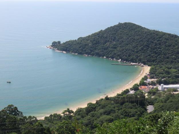 Praia de Laranjeiras vista do Parque Unipraias. Foto: Marcelle Ribeiro.