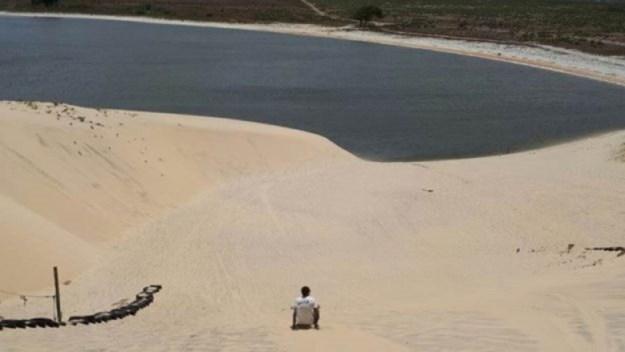 skibunda em águas cristalinas na praia de cumbuco