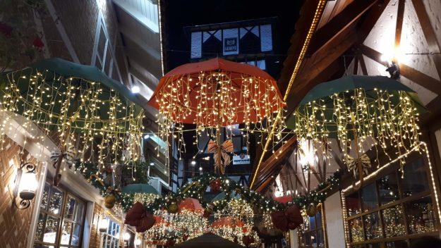 Vila Capivari enfeitada para Natal