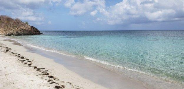 ilha de providencia almond bay