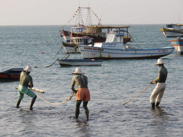 Estátua pescadores o que fazer em Búzios