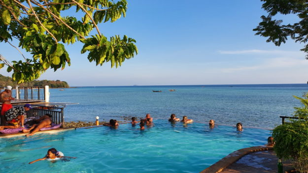 piscina com vista phi phi