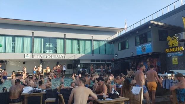 o que fazer em phi phi pool party