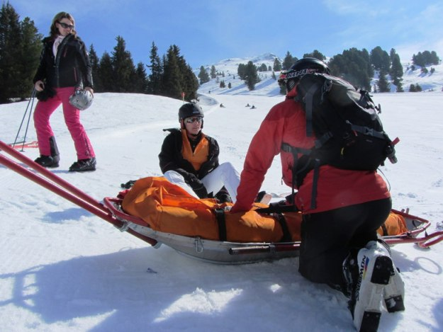 estender seguro viagem acidente neve