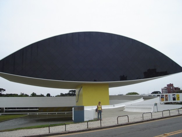 museu curitiba lugares para viajar sozinha no brasil