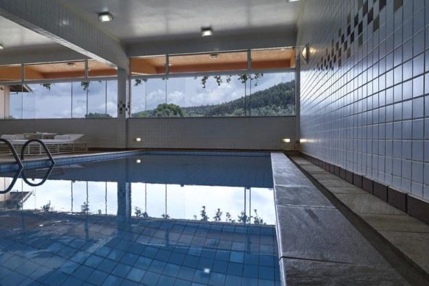 piscina coberta onde ficar em monte verde