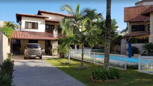fachada garagem casas para temporada em florianópolis
