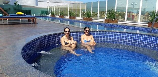mulheres piscina hotel onde ficar em cabo frio