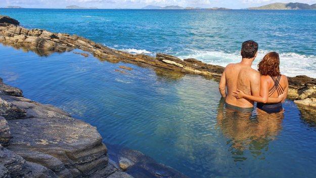 casal piscinas naturais trilhas em búzios