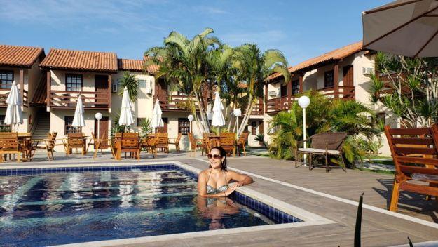 piscina mulher Quanto custa ir para Arraial do Cabo