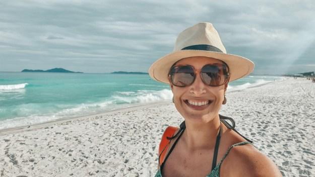 mulher praia do foguete praias de cabo frio