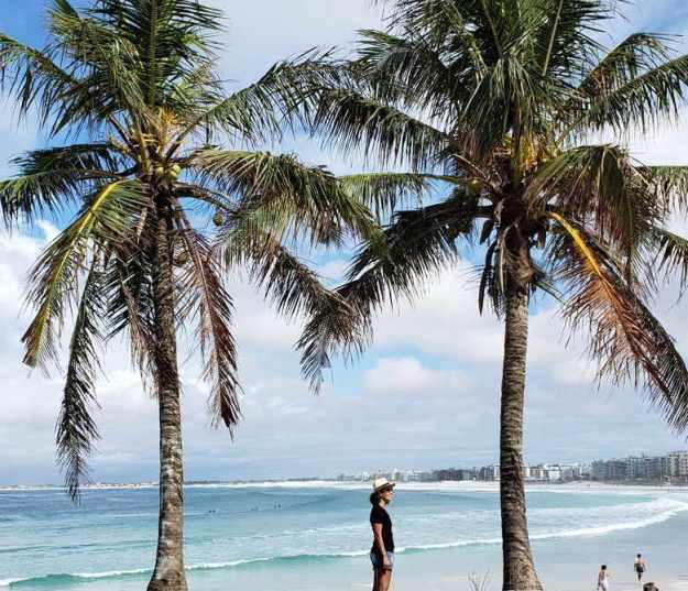 mulher praia do forte coqueiros quanto custa viajar para cabo frio