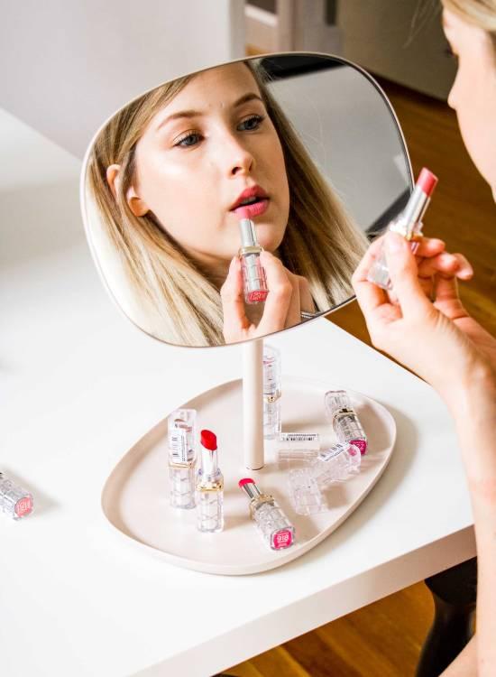Loreal Color Riche Shine Lipstick Review - www.viciloves.com - @viciloves1