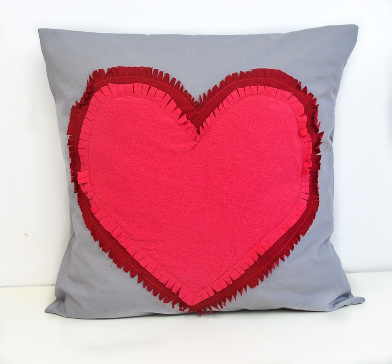 Sewing tutorial: Easy Valentine heart pillow