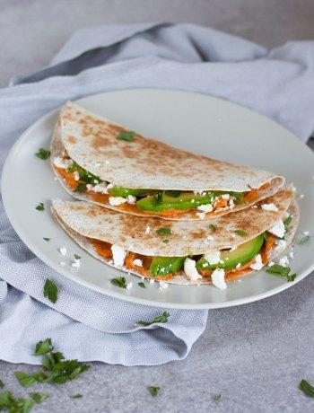 Vicky van Dijk | Quesadillas met hummus, feta en avocado