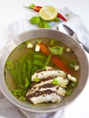Vicky van Dijk | Soep met krokante Thaise kip