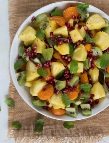 Fruitsalade met munt en honing-limoen dressing