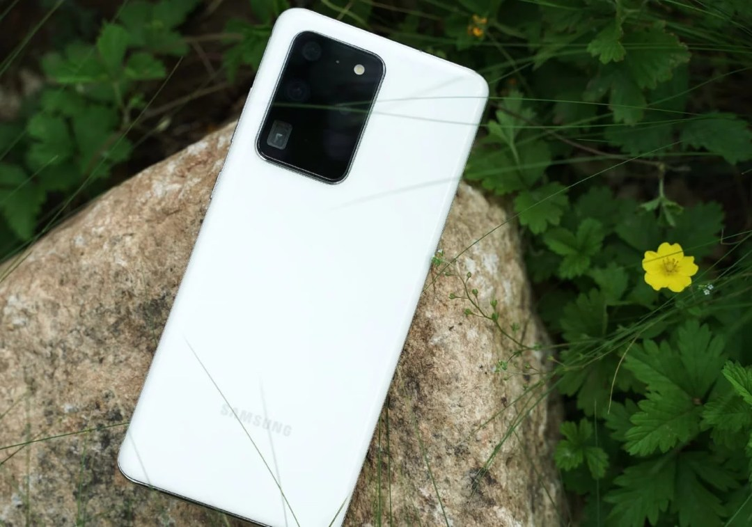 Samsung Galaxy S20 Ultra launched a new White color variant in addition, to Cosmic Grey & Cosmic Black colors. Designed in glass body, 6.9-inch display,