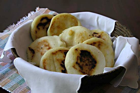 https://i2.wp.com/www.victoria-adventure.org/more_than_links_images/VIC4/arepas1.jpg