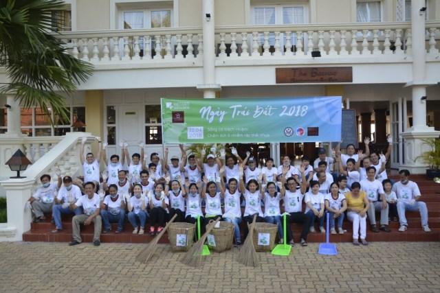 Earth Day participants from Victoria Chau Doc Hotel