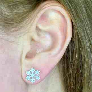 Snowflake stud medium