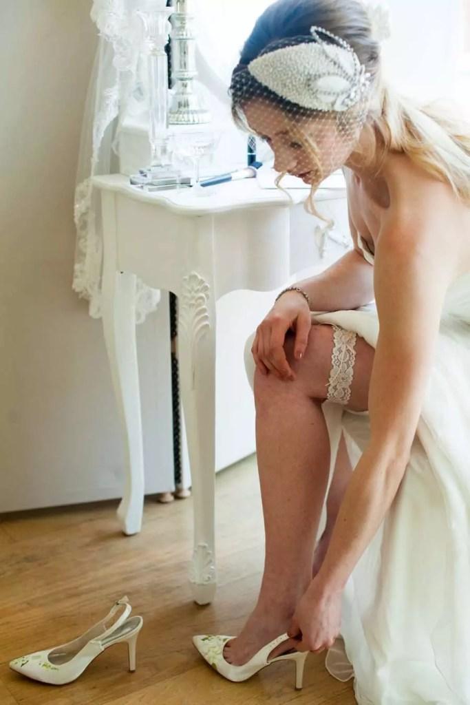 Do I have to toss my wedding garter?
