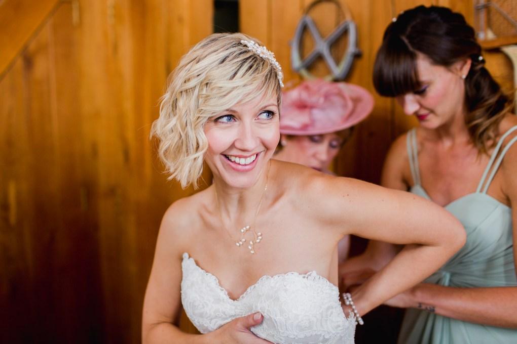 delicate pearl wedding necklace