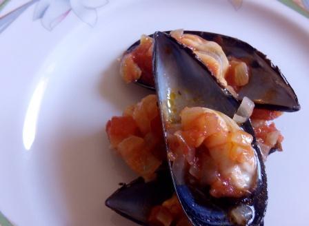 ¿Te apetecen unos mejillones en salsa? No lo pienses mucho. Una receta especial para cocineros principiantes. Muy sencilla y sabrosa.