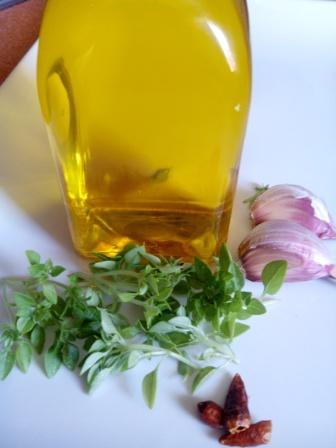 ACEITE PARA PASTA. ¿Por qué gastar tanto en aceites para pasta cuando puedes hacerlos en casa más baratos, naturales y a tu gusto? Es sencillo.