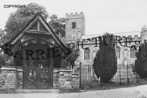 Dulverton, Lych Gate and Church c1920