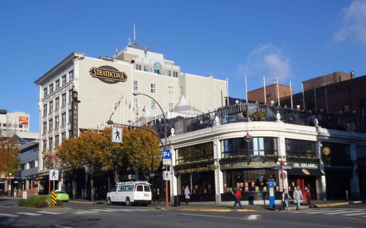 Strathcona Hotel, 919 Douglas Street (photo by Victoria Online Sightseeing Tours)