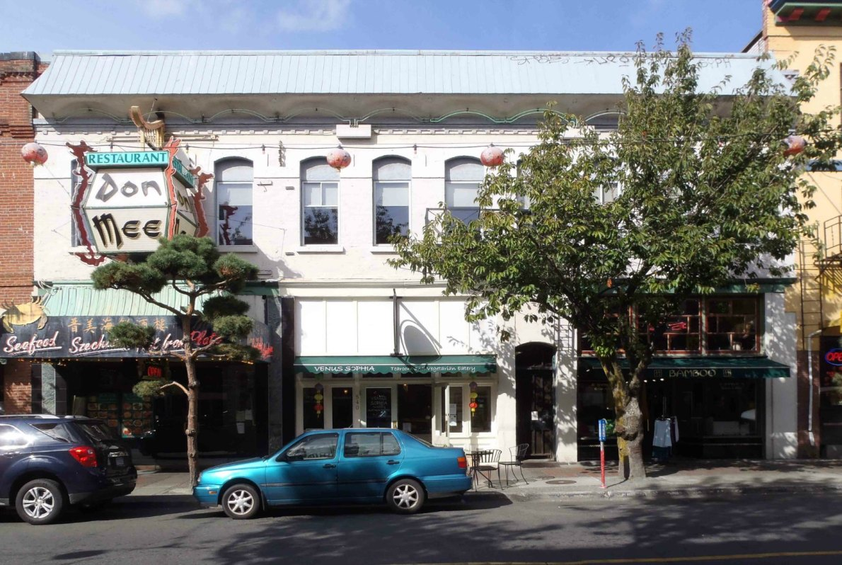 On Hing Building, 538-544 Fisgard Street, built in 1891 (photo by Victoria Online Sightseeing Tours)