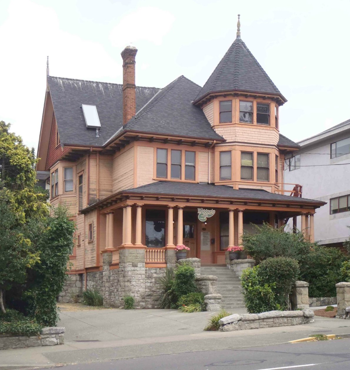 1140 Fort Street. Built in 1907 by Charles Haggerty, a building contractor, as his family residence (photo by Victoria Online Sightseeing)