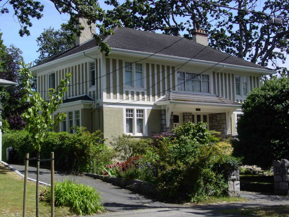 1025 Moss Street, designed and built by architect Samuel Maclure