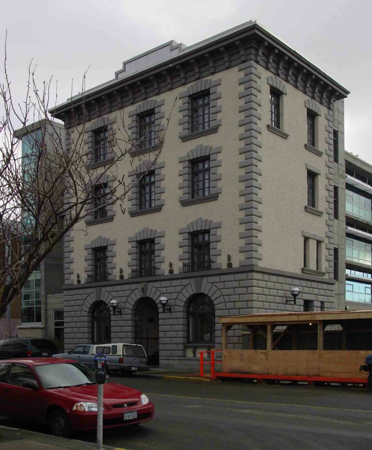The former Victoria Police headquarters building, 625 Fisgard Street, in 2004 before its facade was incorporated into the C.R.D. building in Centennial Square.