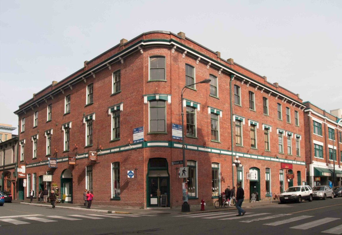 The Weiler Building at 1005-1009 Broad Street and 636 Broughton Street was built as a furniture factory and warehouse for John Weiler in 1884. (photo by Victoria Online Sightseeing)