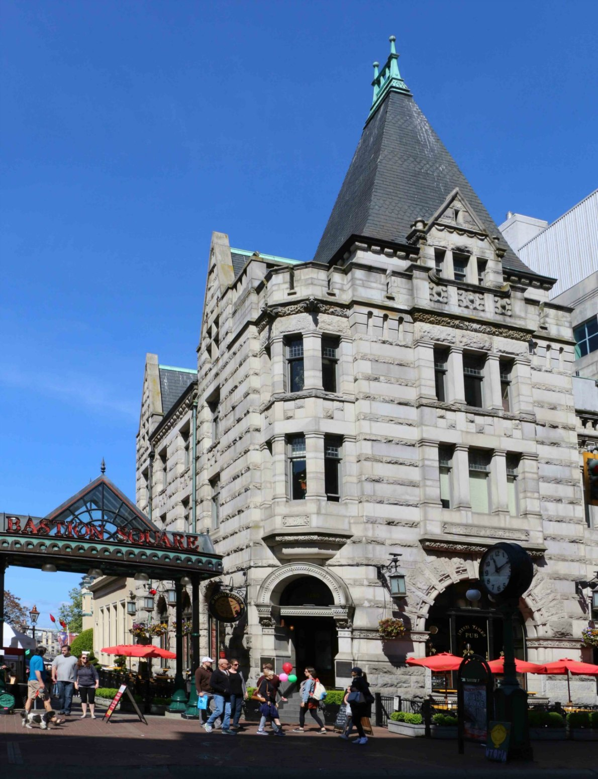 1200 Government Street, built in 1897 for the Bank of Montreal by architect Francis Rattenbury. It is now the Irish Times Pub. (photo by Victoria Online Sightseeing Tours)