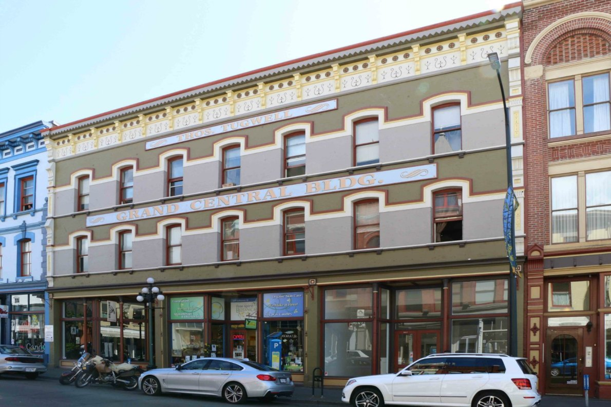 544-555 Johnson Street. Built in 1890 as the Colonial Hotel (photo by Victoria Online Sightseeing Tours)