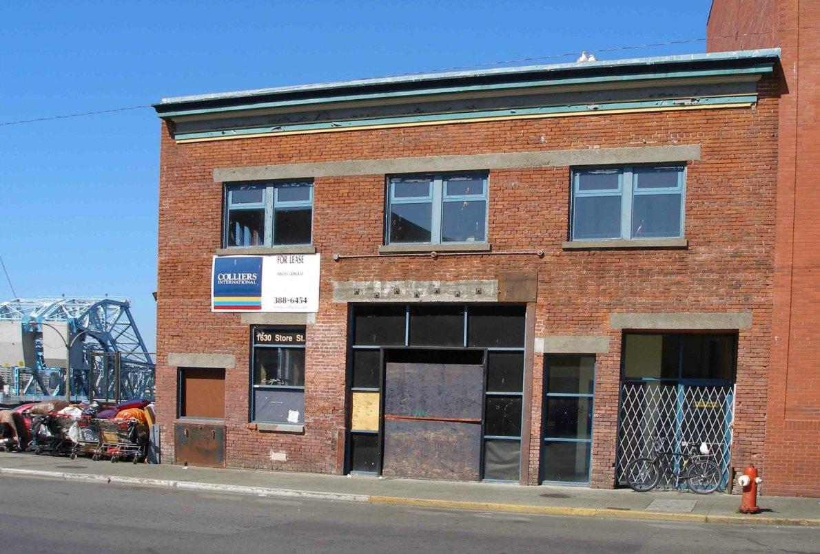 1630 Store Street in 2006.