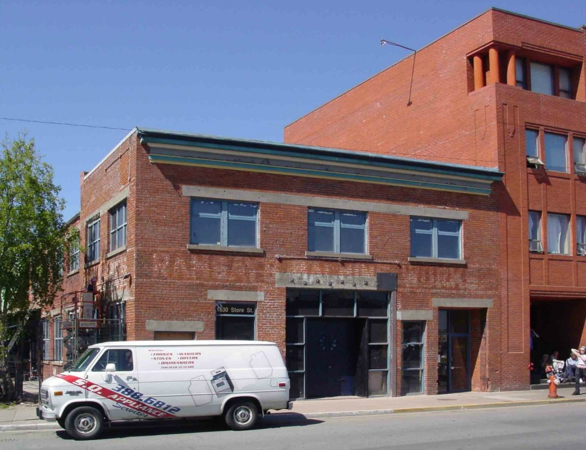 1630 Store Street in 2005. The Ramsay's Machine Works sign is still visible on the front of the building.