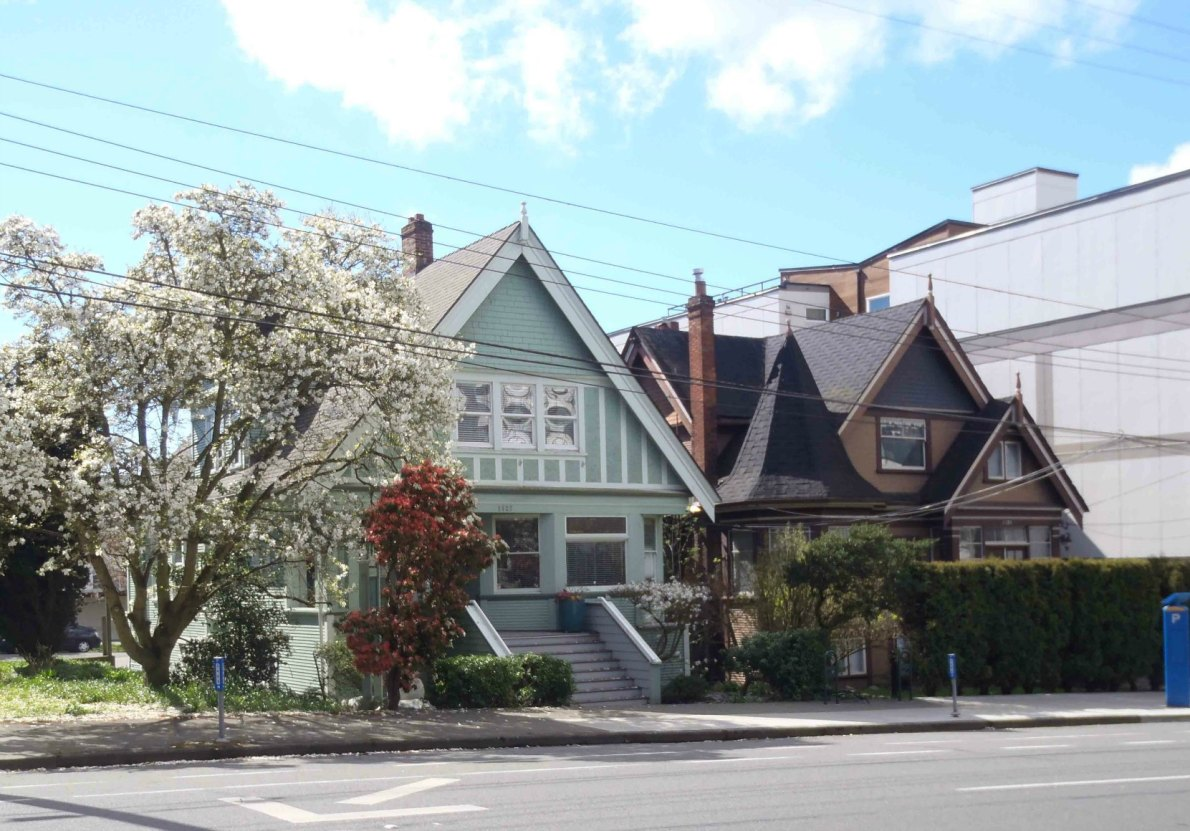 1125 Fort Street (right) and 1127 Fort Street (left) (photo by Victoria Online Sightseeing)