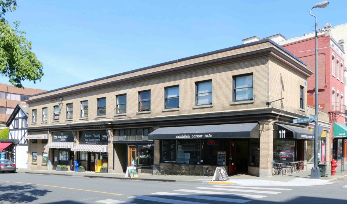 600-610 Courtney Street, built in 1913 for hotelier Stephen Jones (photo by Victoria Online Sightseeing Tours)
