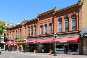 1325 Broad Street, built in 1892 (photo by Victoria Online Sightseeing Tours)