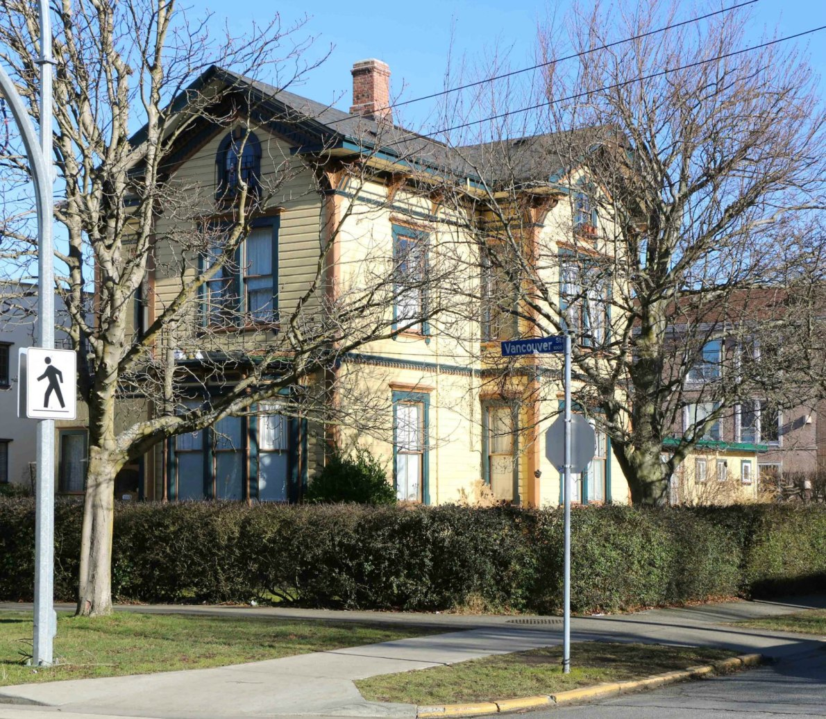 1003 Vancouver Street, built in 1885 by architect John Teague for Charles Hayward, a former Mayor of Victoria. It is now apartments. (photo: Victoria Online Sightseeing Tours)