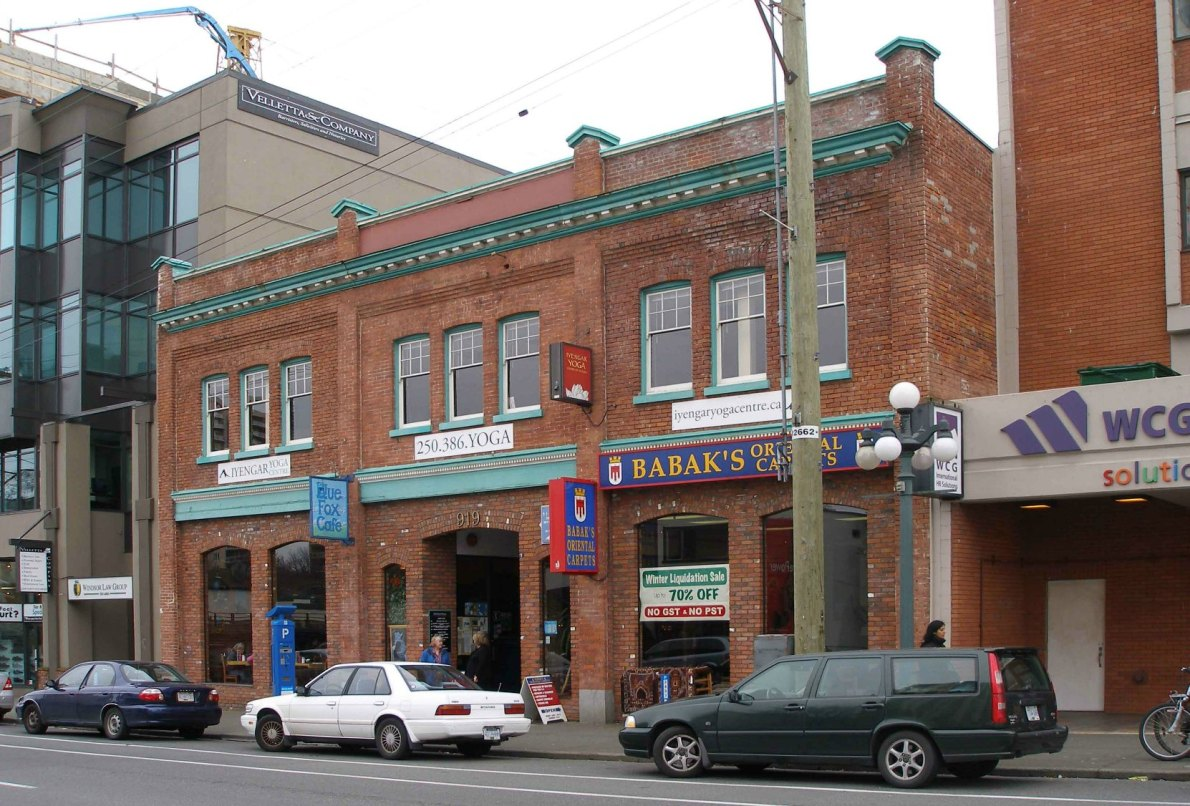 The Cattterall Building, 919 Fort Street, Victoria, B.C. Built in 1912 by Thomas Catterall. (photo by Victoria Online Sightseeing Tours)