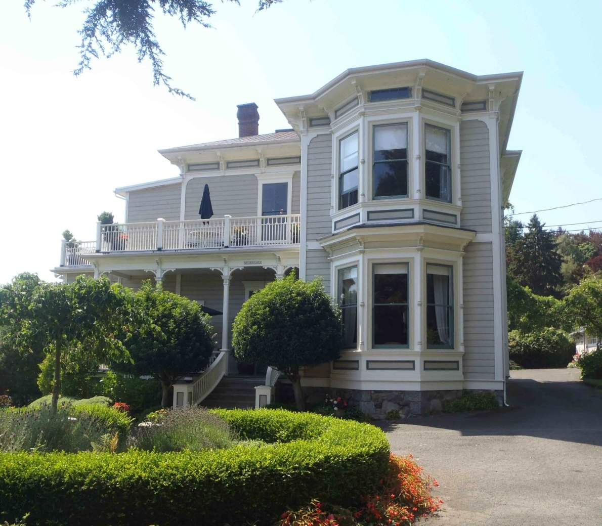 638 Rockland Place, Fairholme. Built in 1885 for Dr. John Chapman Davie (photo by Victoria Online Sightseeing)