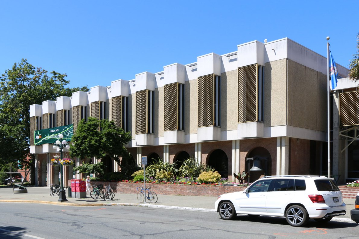 The City Hall Annex, built in 1963, contains the Victoria City Council Chamber. This view is from Pandora Avenue at Broad Street (photo by Victoria Online Sightseeing Tours)